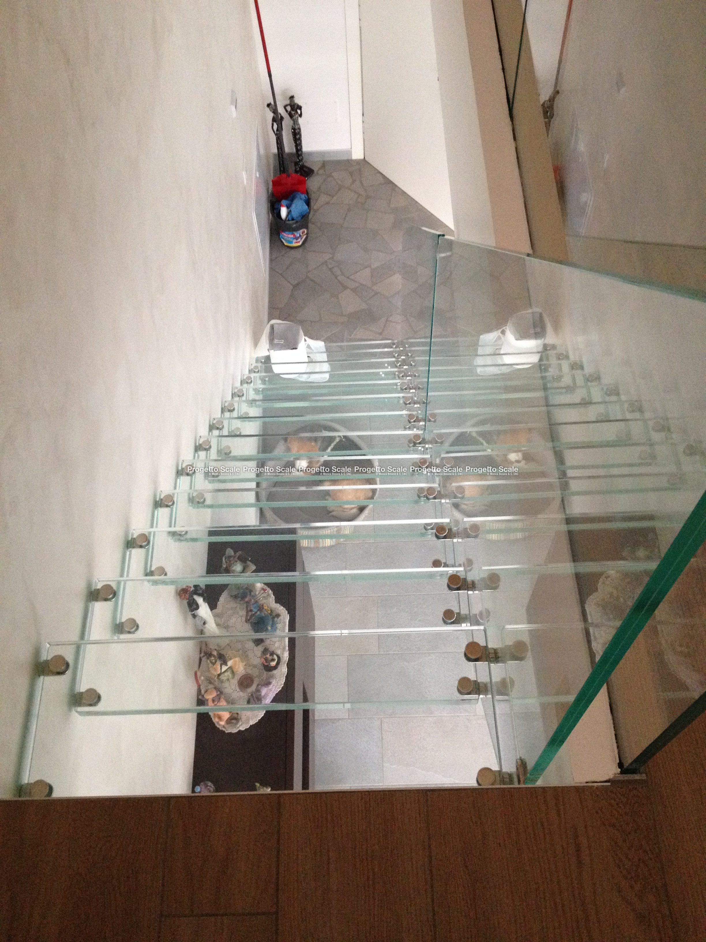 scale a sbalzo in cristallo di progetto scale